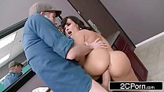 Club cougar lisa ann steals the 10-Pounder in the wom...