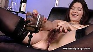 Sofa squirting for sexy playgirl with an untrimmed ...