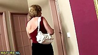 Brunette aged toiletslut face voided urine