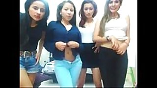 Cuatro caliente latinas desnudandose por webcam...