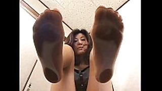 4 asian cuties with sweaty feet underneath glass