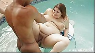 Curvy tattooed slut copulates bbc underwater in pool