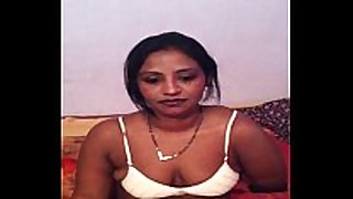 Bangladeshi bhabhi white honeys taking her brassiere off to s...
