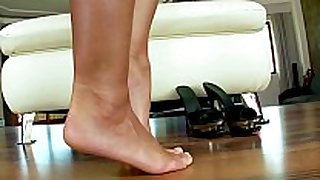 Foot fetish masturbating large titted babe on lov...