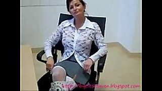 Hot milf makes homemade porn that ends with cre...