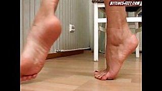 Anna gold bitches-feet 1
