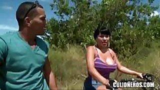 Culioneros - kewl colombian a-hole getting guy han...